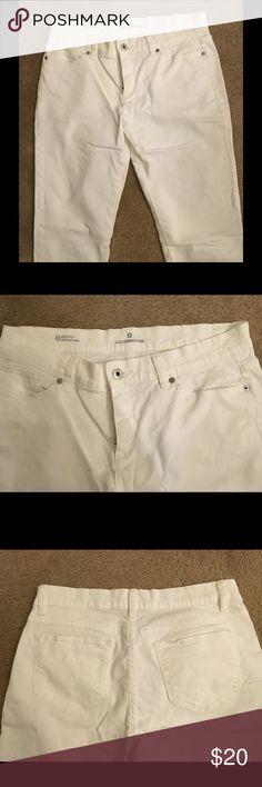 "Liz Claiborne White Jeans Like new Liz Claiborne white jeans.  City Fit Skinny Boyfriend jeans. 30"" length, 7"" bottom of leg.  Silver button and grommets.  Zip front.  98% cotton, 2% spandex. Liz Claiborne Jeans"