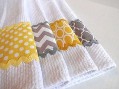 Worst thing ever is a hand towel that wont dry. Functionality and cute - Trending Hand Towels for sales. Fabric Crafts, Sewing Crafts, Sewing Projects, Diy Crafts, Dish Towels, Hand Towels, Tea Towels, Kitchen Linens, Kitchen Towels