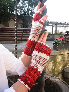 This pattern combines Crochet Jacquard and stranded knitting on dpn's, in the tradition of the Korsnäs sweaters of Finland. Intarsia Knitting, Knitting Socks, Knit Mittens, Knitted Gloves, Easy Crochet, Knit Crochet, Knitting Projects, Knitting Patterns, Fingerless Mitts