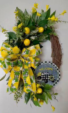 Diy Spring Wreath, Summer Door Wreaths, Holiday Wreaths, Wreaths For Front Door, Lemon Kitchen Decor, Lemon Wreath, Outdoor Wreaths, Floral Wreaths, Mesh Wreaths