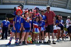 女子サッカーW杯カナダ大会・決勝、米国対日本。試合会場のBCプレイス・スタジアムの外で盛り上がりをみせる米国のサポーター(2015年7月5日撮影)。(c)AFP/Getty Images/Ronald Martinez ▼6Jul2015AFP|会場で盛り上がりをみせる日本と米国のサポーター、女子サッカーW杯決勝 http://www.afpbb.com/articles/-/3053697 #2015_FIFA_Womens_World_Cup #Final_United_States_vs_Japan
