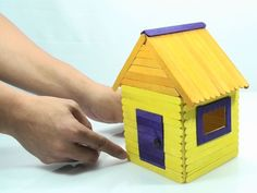 How to Build a Popsicle House. Building a popsicle house is a fun and simple way to pass the time. Popsicle Stick Crafts House, Popsicle Sticks, Craft Stick Crafts, Crafts To Make, Home Crafts, Lollipop Sticks, Diy For Kids, Crafts For Kids, Diy Projects For Men