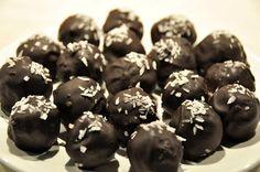 Nyttigt julgodis –mina favoriter - Rawness Fika, Healthy Sweets, Cranberries, Eat Sleep, Pistachio, Sprinkles, Almond, Snacks, Cookies