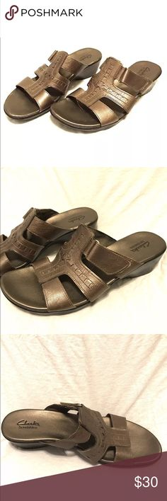 Clarks Bendables Sandals Metallic Leather Size 10M Clarks Bendables sandals in great condition. Size 10M.   You are welcome to ask any questions before purchasing and feel free to check out my other great listings. Thank you! Clarks Shoes Sandals