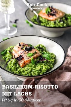 """Basilikum Risotto mit Lachs 🐟 🥕 """"What are you cooking today?"""" With the free recipe app you get healt Salmon Recipes, Meat Recipes, Crockpot Recipes, Dinner Recipes, Risotto Simple, Free Recipe App, Filet Mignon Chorizo, Healthy Snacks, Healthy Recipes"""