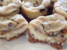 chocolate chip cookie dough mini /cheesecakes--trying these Mini Cheesecake Recipes, Chocolate Chip Cheesecake, Cheesecake Cookies, Chocolate Chip Cookie Dough, Cookie Recipes, Dessert Recipes, Cheesecake Bites, Chocolate Chips, Raspberry Cheesecake