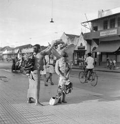 Trotoar Malioboro, 1948 Old Pictures, Old Photos, Traditional Market, Dutch East Indies, Semarang, History Photos, Yogyakarta, Historical Pictures, Old City