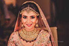 Beautiful sparkling jewellery with kundan design. Bridal Bangles, Bridal Jewellery, Big Fat Indian Wedding, Indian Bridal, Wedding Room Decorations, Desi Bride, Indian Jewellery Design, Asian Bride, Indian Wedding Photography