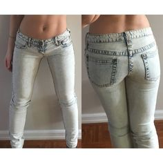 Free People white/blue acid wash skinny jeans Totally trendy for the spring! Jeans are a mix of white with blue trim around pockets, seams and zipper! Acid wash! Low cut & stretch. Perfect condition! No trades! Free People Jeans Skinny