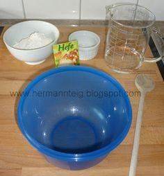 Um einen Hermann Teig neu anzusetzen benötigt man:  100g Weizenmehl 1/2 Packet Trockenhefe 1 EL Zucker 150 ml lauwarmes Wasser Eine verschl...
