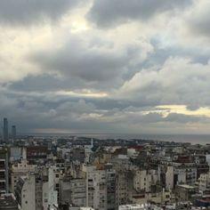 Domingo nublado • Buenos Aires • Recoleta. Una vista para disfrutar con un café caliente! ☕️ #buenosaires #timlapse #vista #rio #recoleta #mirandabosch #domingo #nublado #nubes #cafe #otoño