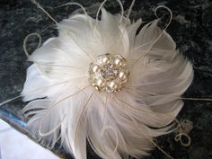 A very pretty looking wedding bridal white ivory feather in a flowery design. Will fit any bride or bridesmaid!