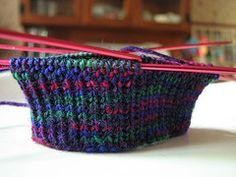 Calzino top down su ferri a doppia punta, Tales of yarn via Flickr