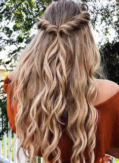 Luxy Hair Clip-in Hair Extensions - Beautiful Susannah.braidswith wearing her Luxy Hair extensions in gorgeous voluminous waves. Easy Hairstyles For Long Hair, Spring Hairstyles, Wedding Hairstyles, Prom Hairstyles Half Up Half Down, Formal Hairstyles Down, Hairstyles For Dances, Grad Hairstyles, Half Up Half Down Hair Prom, Pulled Back Hairstyles