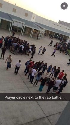 Prayer circle next to the rap battle . Really Funny Memes, Stupid Funny Memes, Wtf Funny, Funny Relatable Memes, Funny Cute, Funny Posts, Funny Stuff, Funny Things, Bullshit