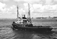 In IJmuiden begin 1980 TITAN  Eigenaar N.V. Bureau Wijsmuller, IJmuiden   http://vervlogentijden.blogspot.nl/2015/03/elke-dag-een-nederlands-schip-uit-het_43.html