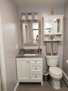 Lavabo Vintage, Regal Bad, Barn Wood Frames, White Bathroom, Dyi Bathroom, Bathroom Cabinets, Neutral Bathroom, Bathroom Designs, Shiplap Bathroom