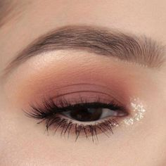 makeup glamor with eye makeup eyeshadow makeup makeup tutorial for brown eyes makeup eyeshadow natural makeup dark makeup yang bagus makeup tips Almond Eye Makeup, Pink Eye Makeup, Glitter Eye Makeup, Colorful Eye Makeup, Simple Eye Makeup, Natural Eye Makeup, Eye Makeup Tips, Cute Makeup, Smokey Eye Makeup