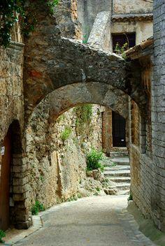 Saint-Guilhem-le-Désert (Hérault) by PierreG_09 on Flickr.