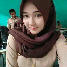 Pin Image by Bunda Hijaber Casual Hijab Outfit, Hijab Chic, Beautiful Hijab Girl, Beautiful Asian Girls, Hijab Fashion Inspiration, Style Inspiration, Girl Number For Friendship, Hijab Collection, Indonesian Girls