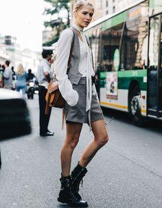 Entre rangers, blouse féminine et short à carreaux Prince de galles, Elena Perminova a tout bon ! (Collage Vintage)