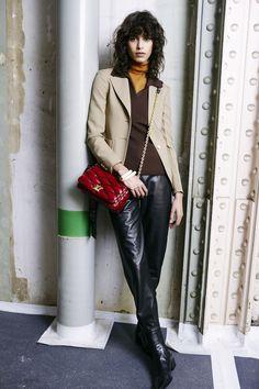 Louis Vuitton Pre-Fall 2015 Fashion Show Suit Jackets For Women, Blazers For Women, Paris, Camille, Pre Owned Louis Vuitton, Silhouette, Fashion Show, Fashion Trends, Women's Fashion