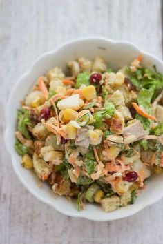 bucatar maniac: Salata cu piept de pui si crutoane* Salad Recipes, Diet Recipes, Cooking Recipes, Healthy Recipes, Good Food, Yummy Food, Romanian Food, Pasta Salad, Potato Salad