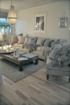 love the couch, pillows & blankets.. so comfy. #Family #BestGenealogySoftwar #GenealogicalTree #Genealogies #Genealogical #living room
