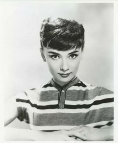 Audrey Hepburn r Audrey Hepburn Mode, Audrey Hepburn Photos, British Actresses, Actors & Actresses, Cyd Charisse, Hair Reference, Girl Inspiration, Old Hollywood, Rare Pictures