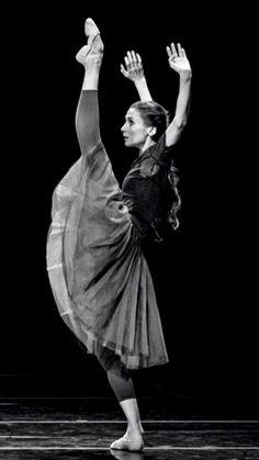 Svetlana Zakharova Ballet Barre, Bolshoi Ballet, Ballet Dancers, Dance Photos, Dance Pictures, La Bayadere, Paris Opera Ballet, Svetlana Zakharova, Ballerina Project