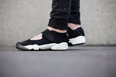 Nike Wmns Air Rift Nike Air Rift, Shops, Grey Nikes, High Top Sneakers, Minimalist, Normcore, Street Style, Gym, Fitness