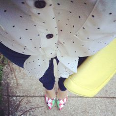 JRebeccaStyle | View from the Top | Knotted blouse, skinnies, floral pumps