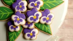 If you're looking for something sweet and pretty for a special occasion (Mother's Day brunch, perhaps?), then you've come to the right place! These pansy coo...