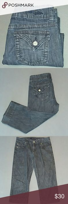 KUT jean capris Tag size 6  Waist 14.5 inches Inseam 18.5 inches Comfy lightweight denim 1% spandex Great condition Kut from the Kloth Jeans Ankle & Cropped