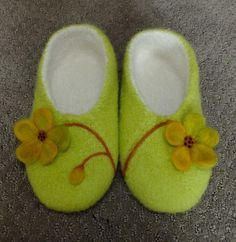 If you are going to try felting Diana Sullivan's sew as you go lined slippers, here are some more suggestions. This is a woman's medium size. I added four more stitches , two on each side to allow ...