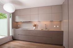 7 inspiring modern mini Kitchens to copy Cozinhas modernas por sandra marchesi architetto Kitchen Room Design, Kitchen Cabinet Design, Modern Kitchen Design, Living Room Kitchen, Home Decor Kitchen, Interior Design Kitchen, Home Kitchens, Small Kitchens, Kitchen Ideas