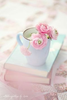 take your time and relax #frühling #blumen #bücher #pastell