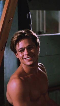Brad Pitt Hair, Young Brad Pitt, Brad Pitt Shirtless, Fight Club Brad Pitt, Brad And Jen, Richard Gere, Beautiful Men Faces, Charming Man, Pin On