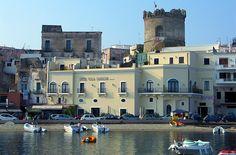 L'Hotel Villa Carolina offre un ambiente particolare e unico nel suo genere #ForiodIschia #Nettopartners http://www.nettobooking.com/campania/hotel-villa-carolina