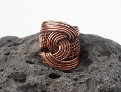 ...here is my yesterdays creation...just played with the wire and this is the result...the ring is large and bold, but I think I like it... www.facebook.com/petra.leblanc Jewelry Tools, Copper Jewelry, Wire Jewelry, Jewelry Crafts, Jewelry Making, Jewelry Ideas, Jewlery, Copper Wire, Diy Rings