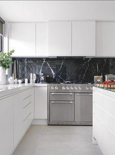 Kitchen | Marble splash back | Monochrome | Modern | Livingetc