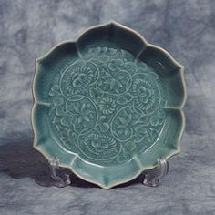 Korean Plates and Bowls | Small Lotus-shaped Celadon Plate