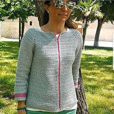 Jersey a crochet Diy Crochet, Crochet Crafts, Crochet Projects, Crochet Top, Loom Knitting Patterns, Crochet Patterns, Crochet Cardigan, Crochet Fashion, Crochet Clothes