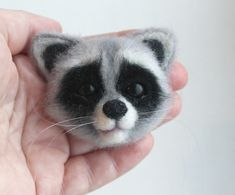 Новая брошка. Raccoon head.