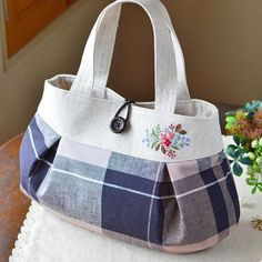 Pin by Sharon Martino on shoes and bags Drawstring Bag Diy, Bow Bag, Embroidered Bag, Jute Bags, Bag Patterns To Sew, Patchwork Bags, Denim Bag, Fabric Bags, Cotton Bag