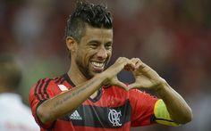 Leonardo da Silva Moura, ou apenas Léo Moura, um dos grandes nomes da história do Mengão. Honra a camisa 2 do Flamengo pelo lado direito dos gramados. Merece prestígio.