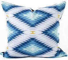 Llamativa funda de almohada patrón sudoeste azul y blanco. Otros colores como…