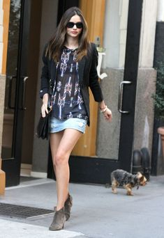 Miranda Kerr Ankle Boots - Miranda Kerr strode out of her apartment in NYC wearing a pair of taupe suede ankle boots.