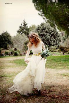 Novia romántica en el campo · Vestido de novia de Navascués #vestidosdenovia #weddingdresses #tendenciasdebodas