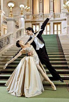 Un-dos-tres, Un-dos-tres, ¿quién no ha movido los pies con ese ritmo alguna vez? ¿Quién no ha bailado un vals en su vida? Debo reconocer que en las clases de Ballet, el momento de los saltos grande…